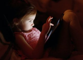"Scientists Find Link Between ""Screen Time"" and Sleep Quality"