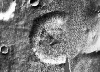 Aliens on Mars? Crashed UFO Spotted on Red Planet (Picture)