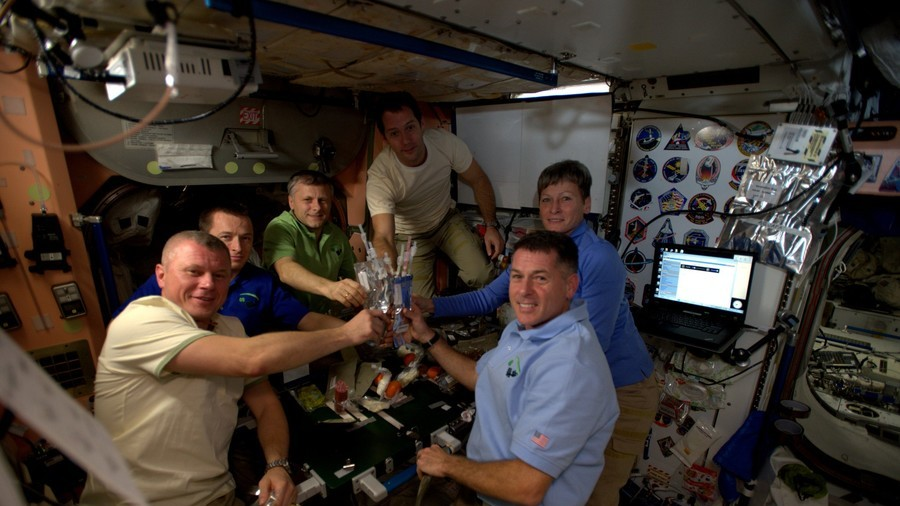 astronauts trying to eat in space - photo #5