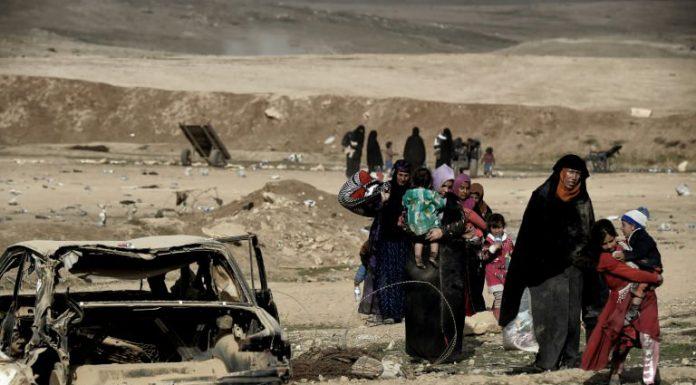 Mosul residents flee battle advances