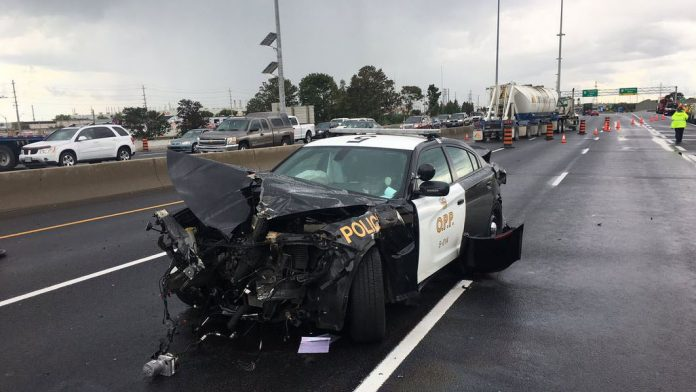 401 closed near Oshawa after stolen vehicle rams two OPP cruisers