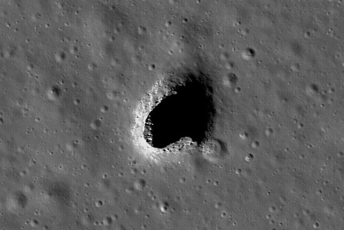 Researcher found the perfect place to build a permanent base on the moon