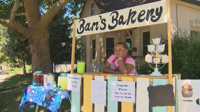 Bentlee Martinez is baking, Girl Sells Cupcakes to Buy Food for the Homeless
