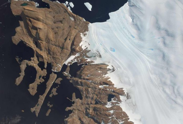 New map of Antarctica shows the icy continent in