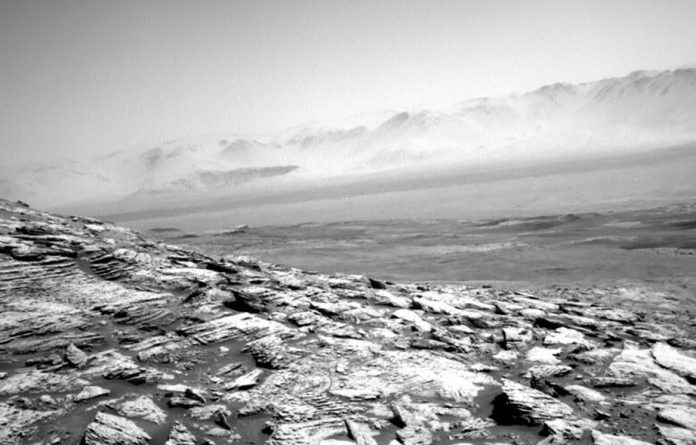 NASA's Curiosity rover posts stunning black and white desolate image