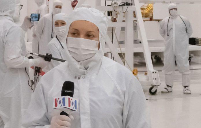 Report: Media Meet NASA's Mars 2020 Rover and Builders