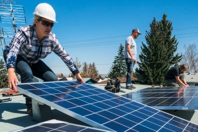 Report: For cheaper solar cells, thinner really is better