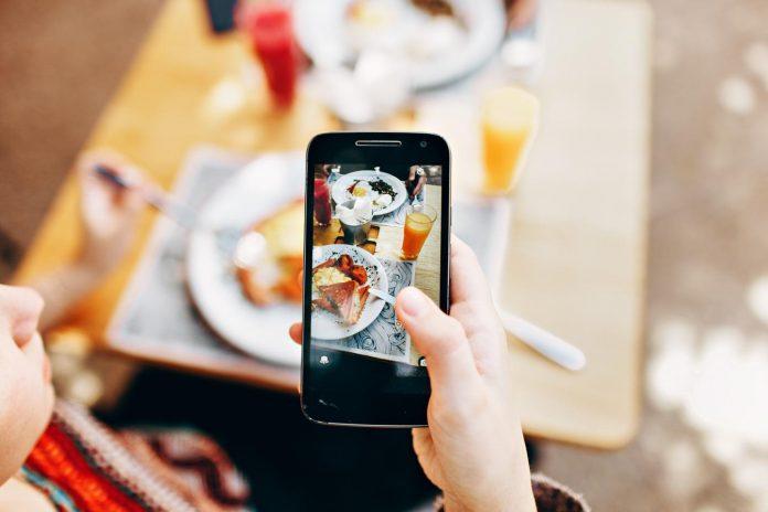 Social media users 'copy' friends' eating habits