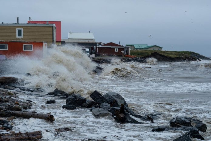 Climate change may cause extreme waves in Arctic